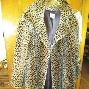 Jackets & Blazers - LEOPARD FAUX FUR COAT 3x